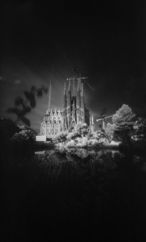 Sagrada Família under the IR sky